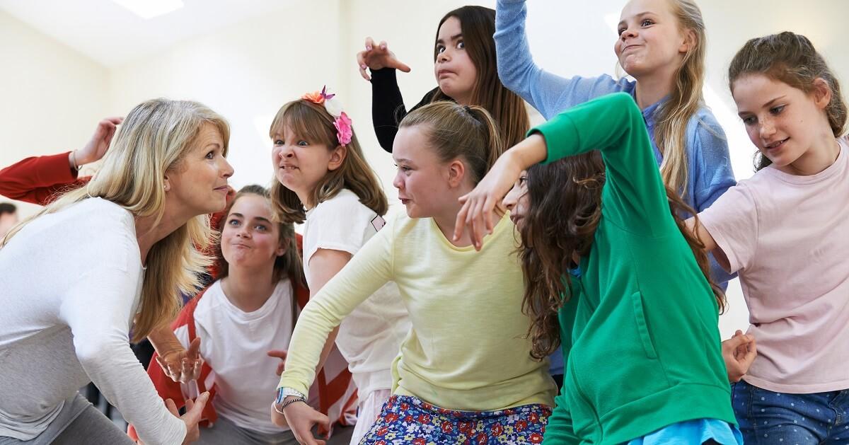 海外では一般的な、コミュニケーション力・表現力・集中力・想像力を高める「演劇教育」