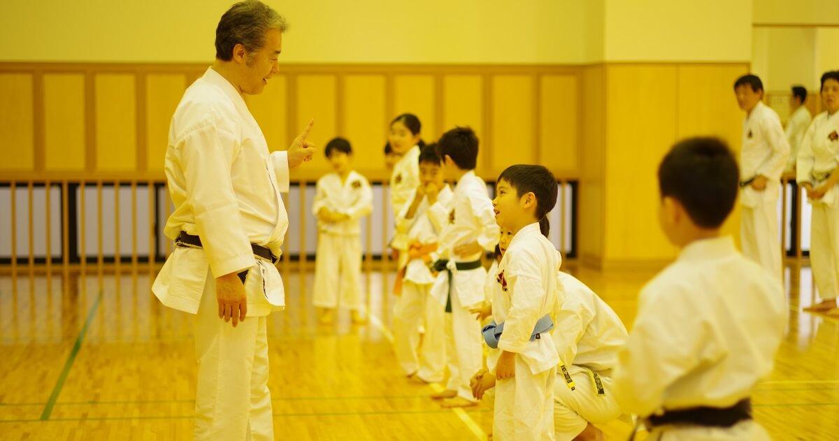 まずは「脳」のウォーミングアップから! 『東京空手倶楽部』の「親子空手クラス」練習メニューとは!?